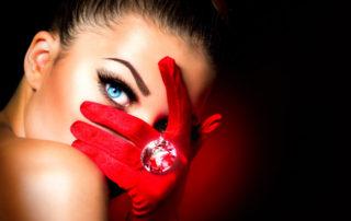 Si quieres brillar con una luz que ciegue al mundo, cuídate la piel de tu rostro y de tu cuerpo con los mejores productos.