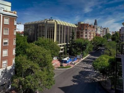 La calle de Luchana es una vía ancha del distrito de Chamberí en la almendra central de la ciudad de Madrid